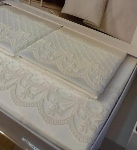 Постельное белье OLIVIA кремовый с кружевом  deluxe TIVOLYO HOME Турция