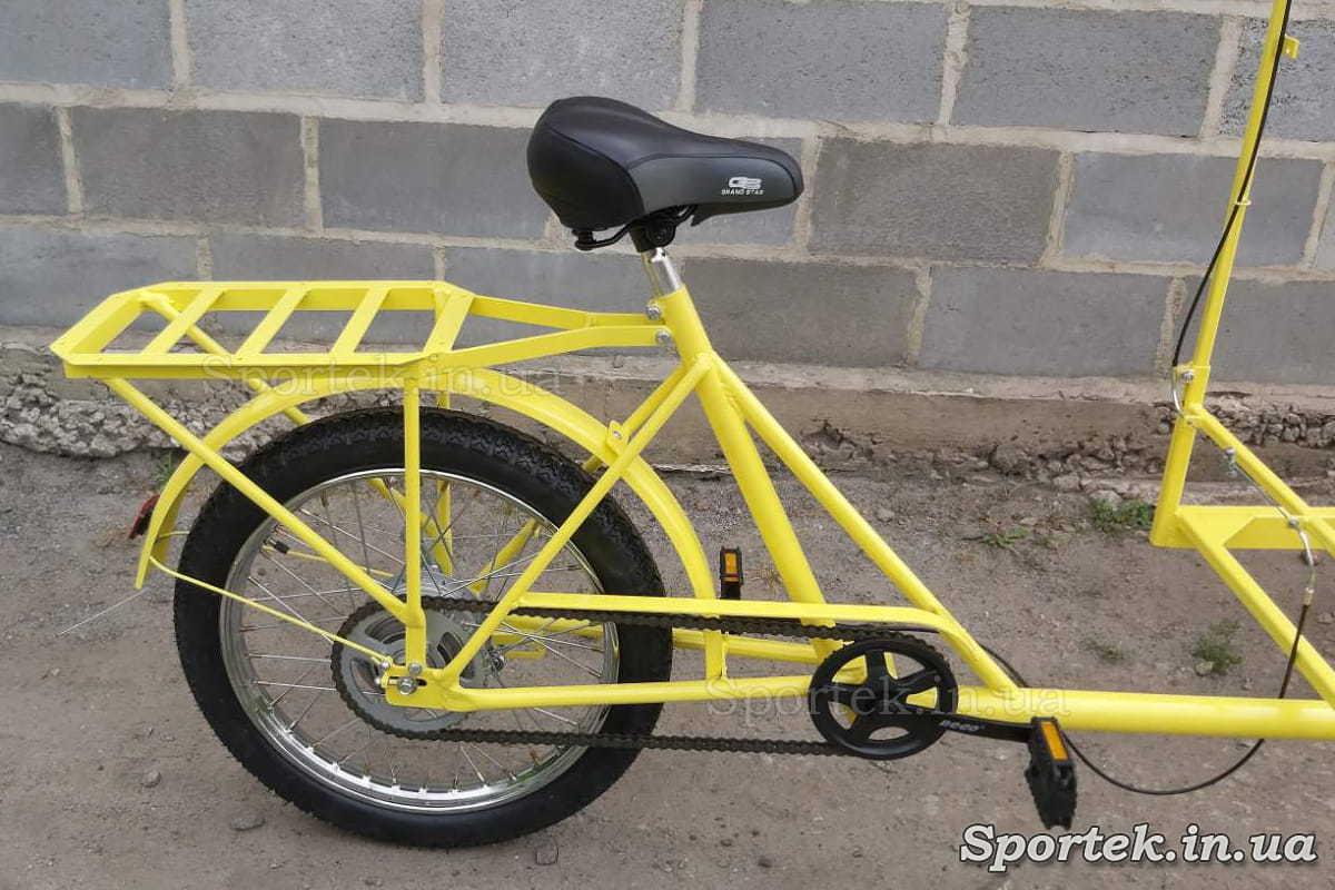 Заднее колесо и трансмиссия у трехколесного велосипеда с передней платформой для уличной торговли 'Арден'