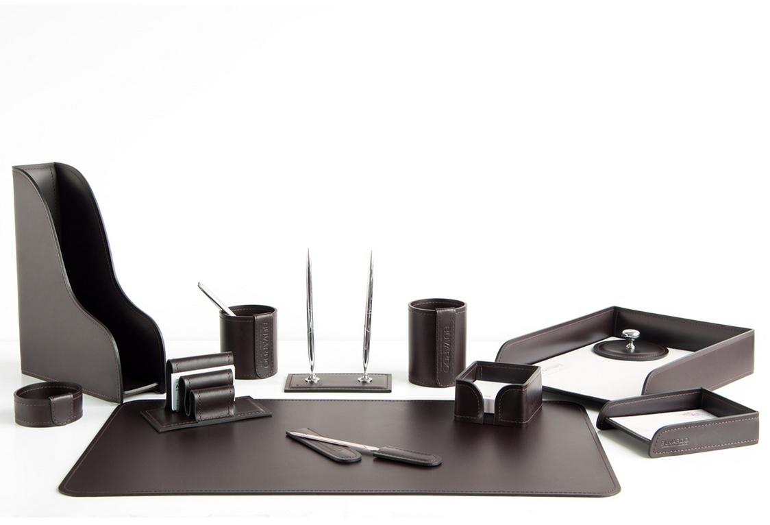 Набор на стол руководителя кожа Cuoietto (Италия) 1412-СТ на фото в цвете темно-коричневый шоколад.