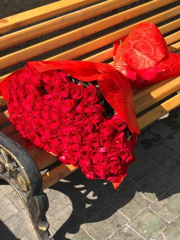 Букет из метровых красных роз