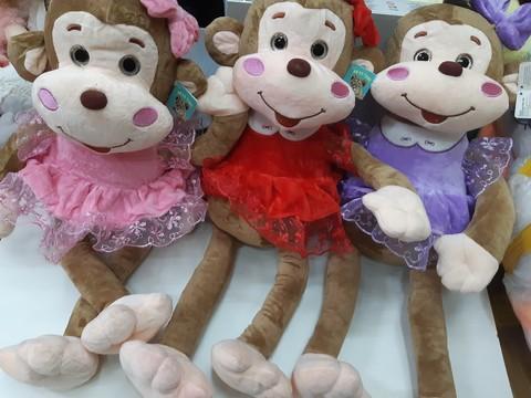 Мягкая обезьянка в красивом платье в трёх расцветках
