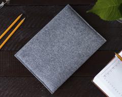 Светлый войлочный чехол-конверт для iPad горизонтальный