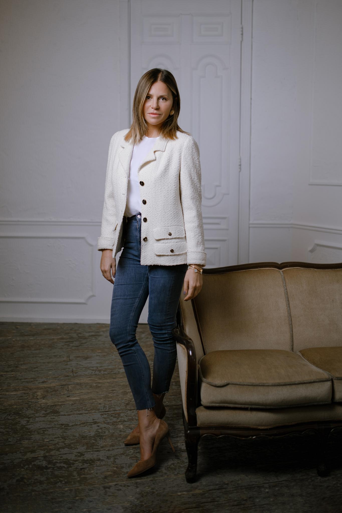 Классический твидовый жакет молочного цвета от Chanel, 44 размер.