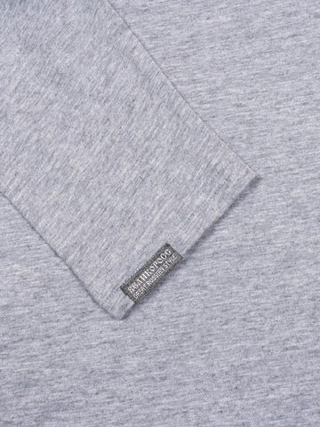 The long-sleeved t-shirt is made of 100% pure cotton-jersey.