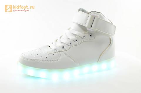 Светящиеся высокие кроссовки с USB зарядкой Fashion (Фэшн) на шнурках и липучках, цвет белый, светится вся подошва. Изображение 8 из 27.