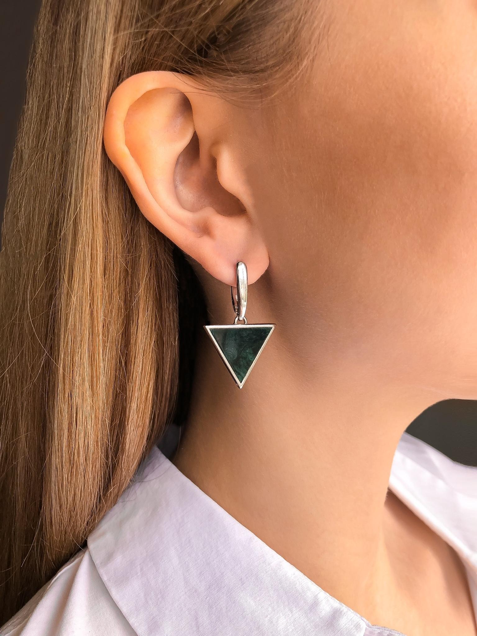 Серебряные серьги с зелёным мрамором треугольной формы