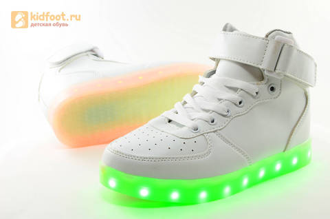 Светящиеся высокие кроссовки с USB зарядкой Fashion (Фэшн) на шнурках и липучках, цвет белый, светится вся подошва. Изображение 13 из 27.
