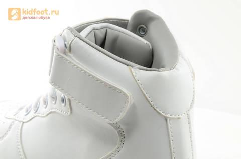 Светящиеся высокие кроссовки с USB зарядкой Fashion (Фэшн) на шнурках и липучках, цвет белый, светится вся подошва. Изображение 21 из 27.