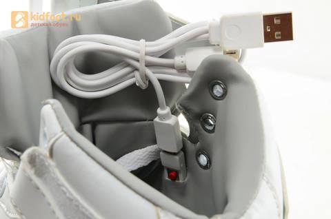 Светящиеся высокие кроссовки с USB зарядкой Fashion (Фэшн) на шнурках и липучках, цвет белый, светится вся подошва. Изображение 22 из 27.