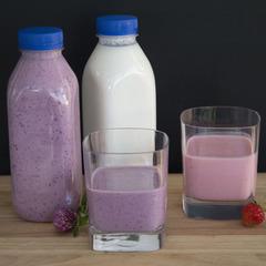 Йогурт из козьего молока с черной смородиной / 0,5 л