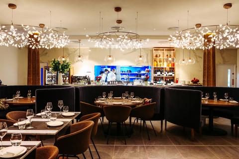 большие столы для ресторана