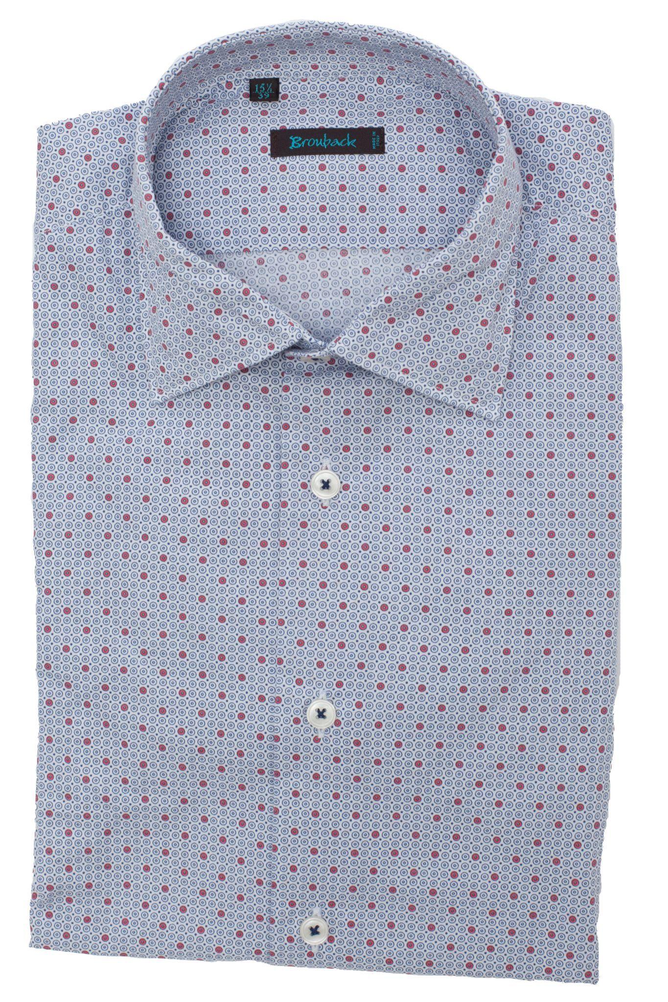 Светло-голубая рубашка с красно-белым геометрическим узором