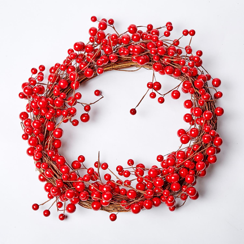 Венок с ягодами красный 55см