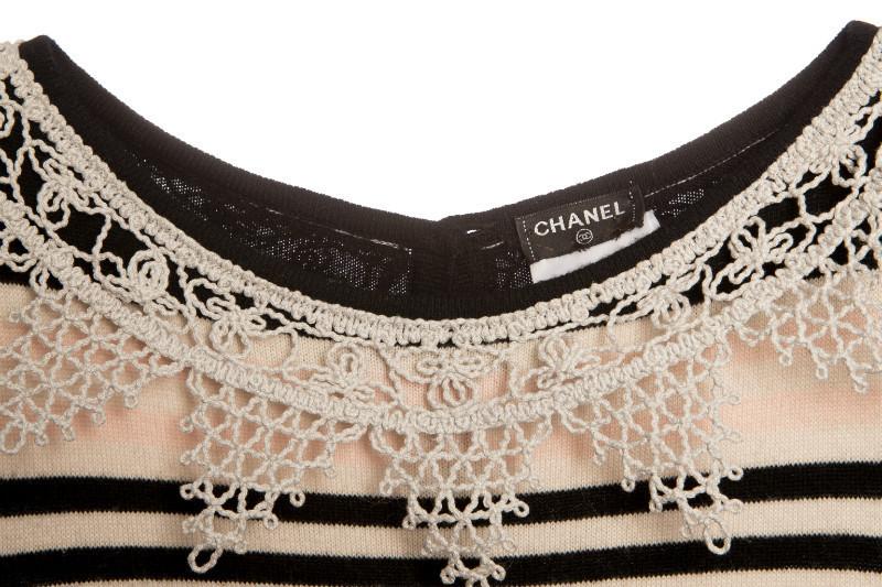 Длинное женственное платье из кашемира с отделкой кружевом от Chanel, 42 размер
