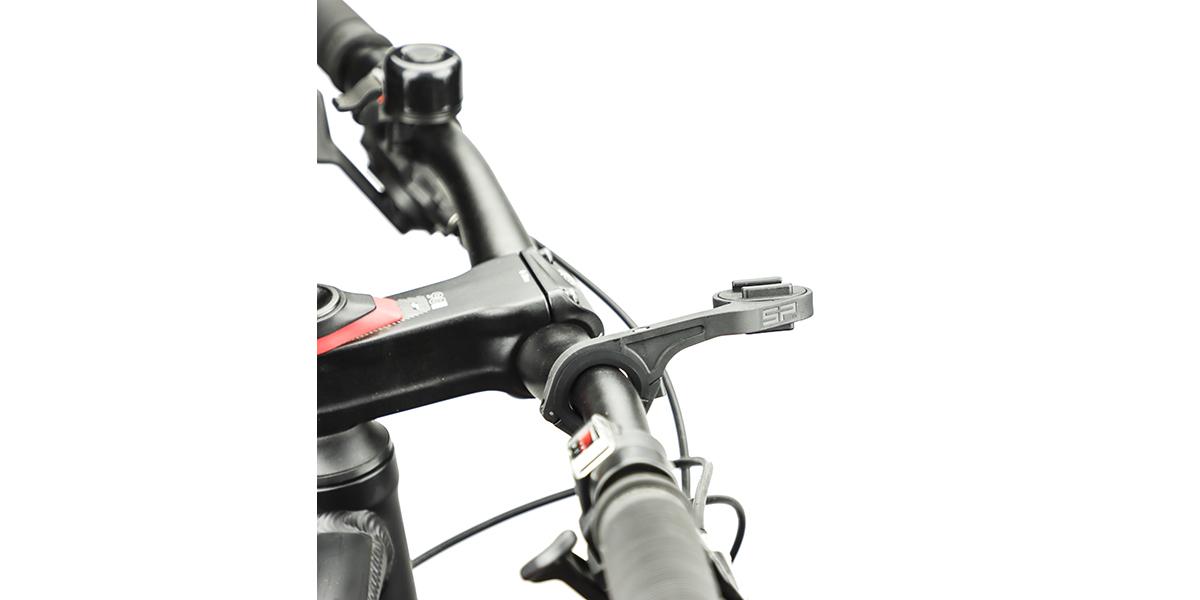 Крепление на руль велосипеда SP Connect HANDLEBAR MOUNT на руле вид сбоку