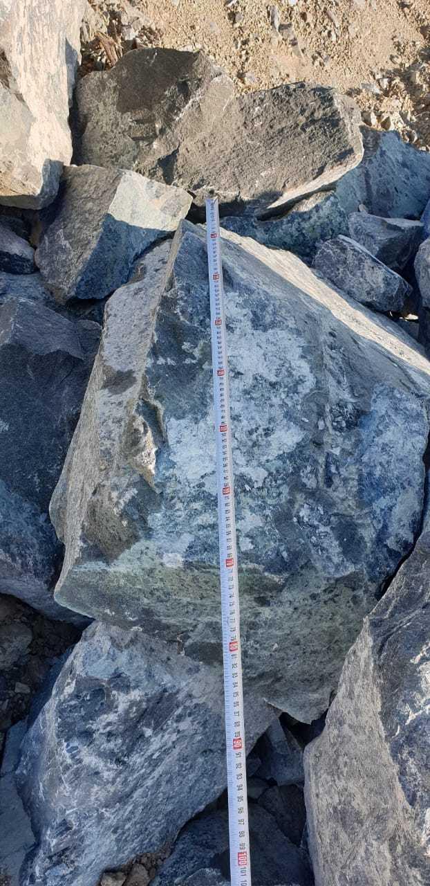 Глыба камень серпентинит Голубой