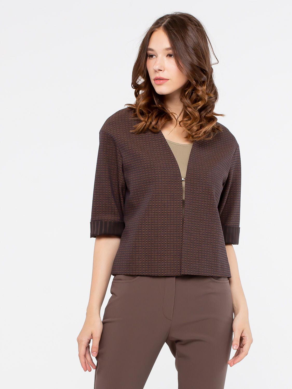 Жакет Д504-372 - Универсальная модель пиджака прямого кроя с застежкой на один крючок. Жаккардовая ткань с отделкой из ткани-компаньона хорошо сочетаются с разными видами одежды. Превосходное решение на каждый день.