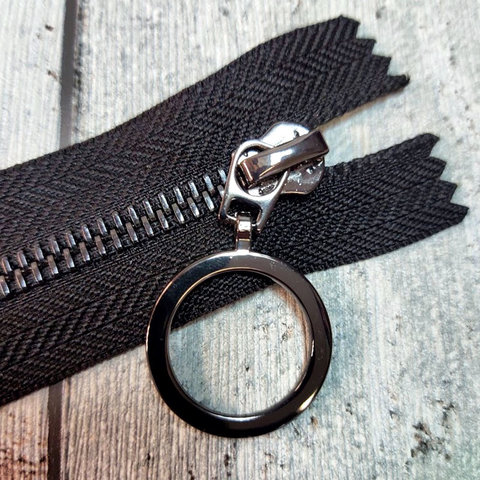 Молния неразъемная металлическая с колечком 25 см черная