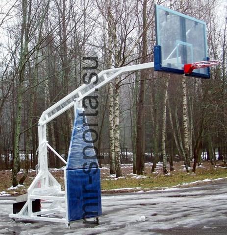 Баскетбольная стойка со щитом и кольцом