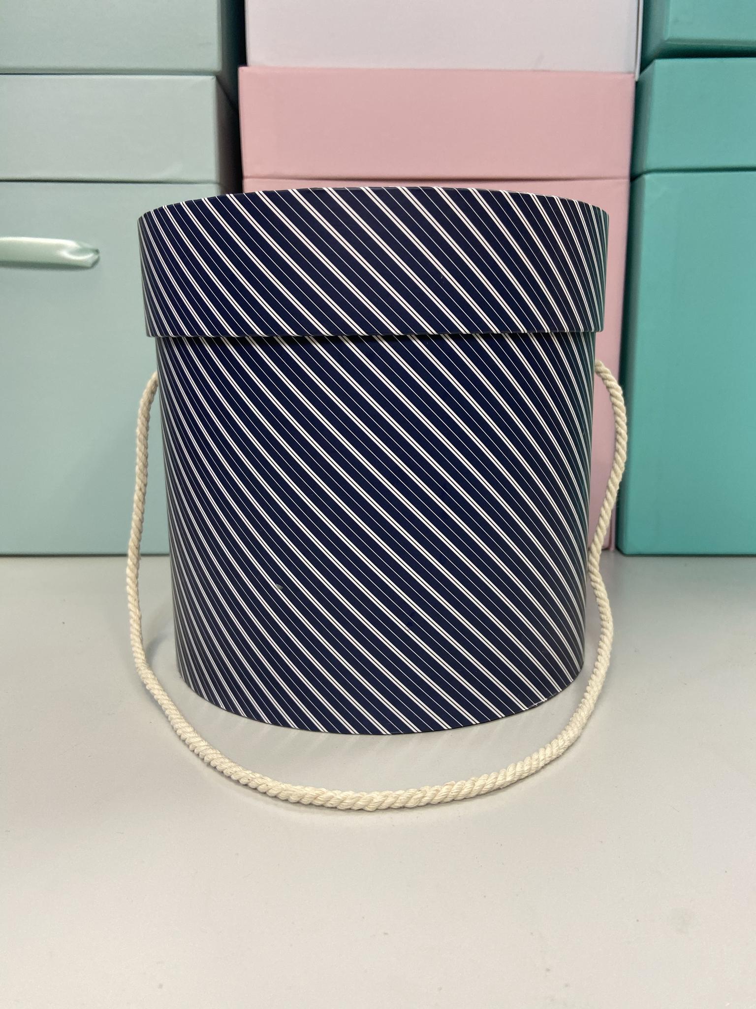 Шляпная коробка эконом вариант 16 см . В полоску . Розница 300 рублей .