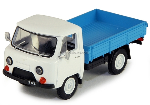 UAZ-452D white 1:43 DeAgostini Auto Legends USSR #101