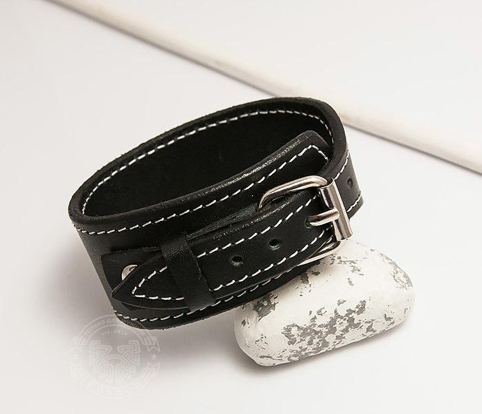 Boroda Design, Черный браслет ручной работы с белой нитью. «Boroda Design»