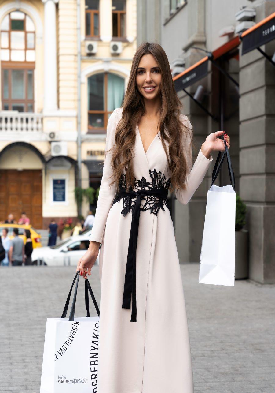 Трикотажное платье миди бежевого цвета