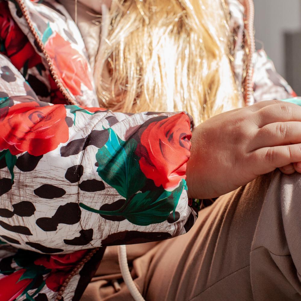 Детская демисезонная куртка с принтом  «Лео, розы» на девочку