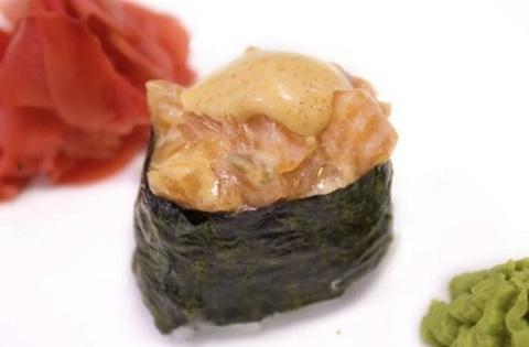 Гункан спайсі з лососем