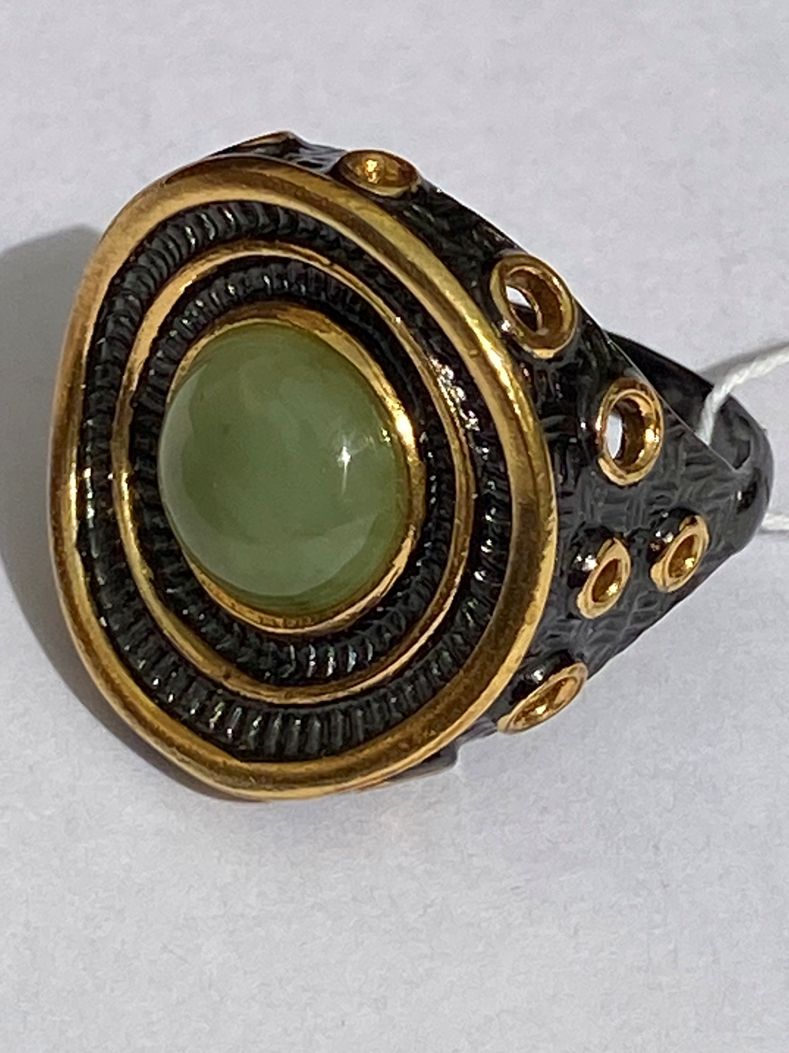 Бавро-нефрит(кольцо из серебра)