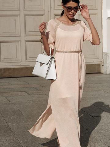Женское платье персикового цвета на поясе - фото 4