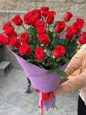 Букет из 25 метровых роз