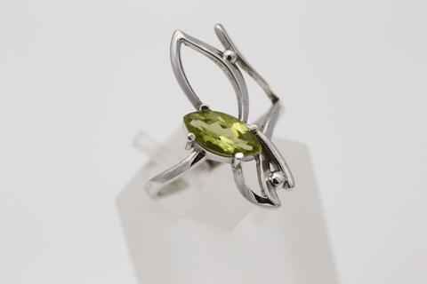 Кольцо с хризолитом из серебра 925