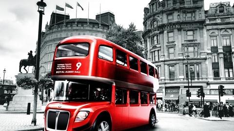 Алмазная Мозаика 5D 40x50 Туристический автобус в черно-белом городе