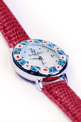Женские часы красные на кожаном ремешке