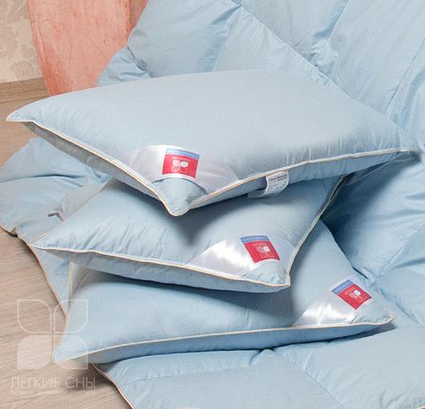 Подушка пуховая Коллекция  Камелия пух 1 категории цвет голубой.