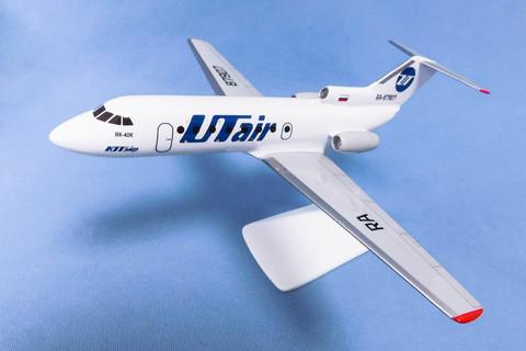 Модель самолета Як-40 (М1:100, UTair)