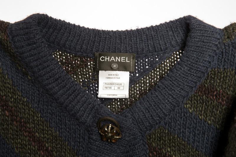 Стильный удлиненный кардиган из шерсти классических оттенков от Chanel 42 размера
