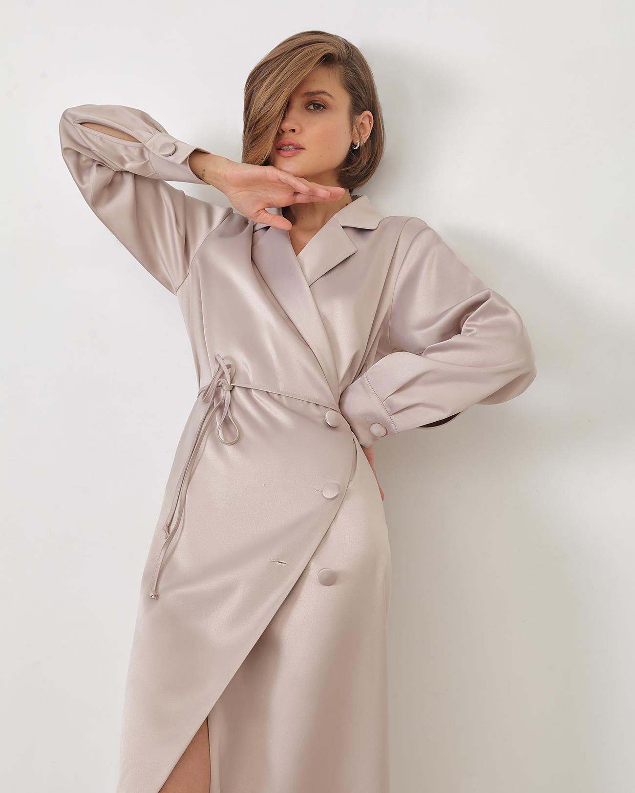 Платье миди на запах бежевого цвета фото