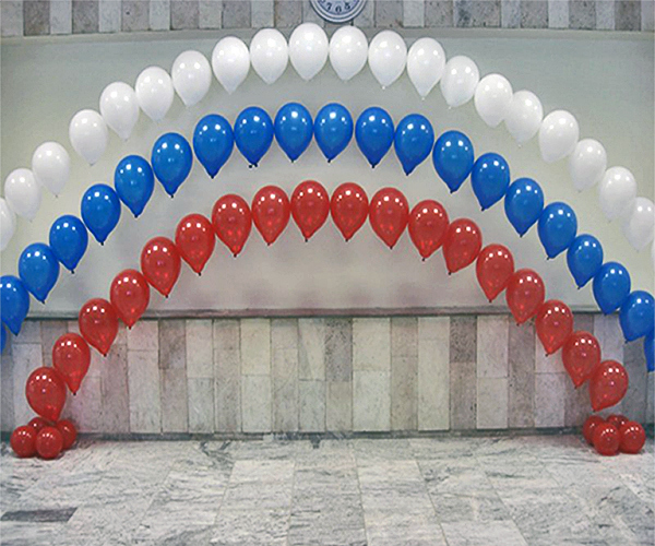 Арка из шаров на выпускной Арка цепочка Триколор __5a0936a50d79a.jpg