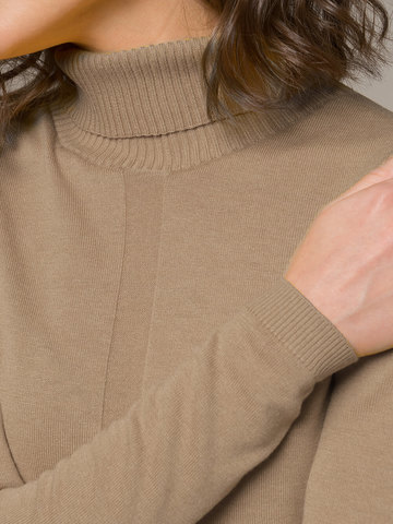 Женский джемпер бежевого цвета из шерсти и шелка - фото 3