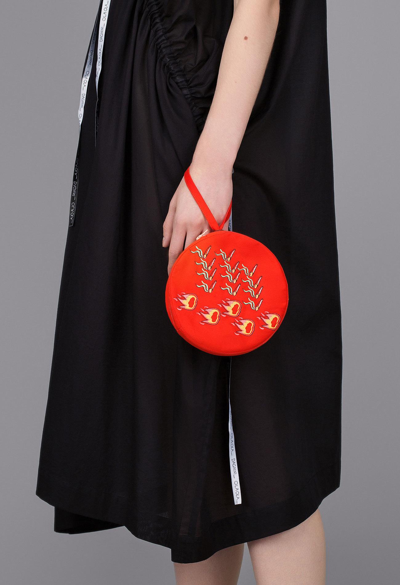 Круглая сумочка с вышивкой