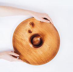 Блюдо из дерева для подачи шашлыка с соусницей, фото 2