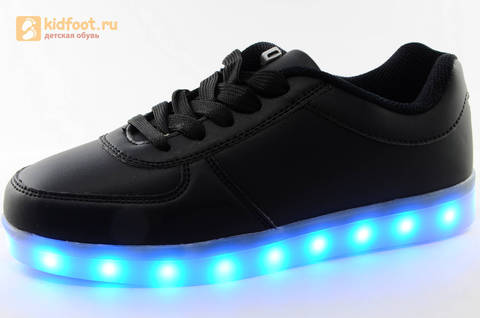 Светящиеся кроссовки с USB зарядкой Fashion (Фэшн) на шнурках, цвет черный, светится вся подошва. Изображение 1 из 27.