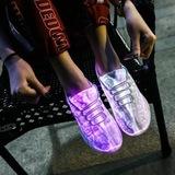 Светящиеся кроссовки с USB зарядкой на шнурках, цвет белый, светится верх. Изображение 21 из 23.