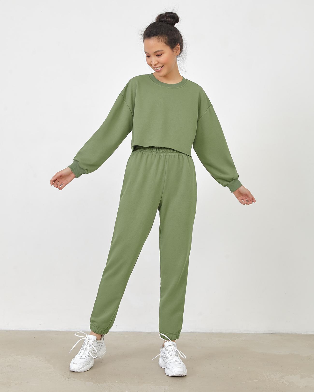 Спортивные брюки зеленого цвета фото