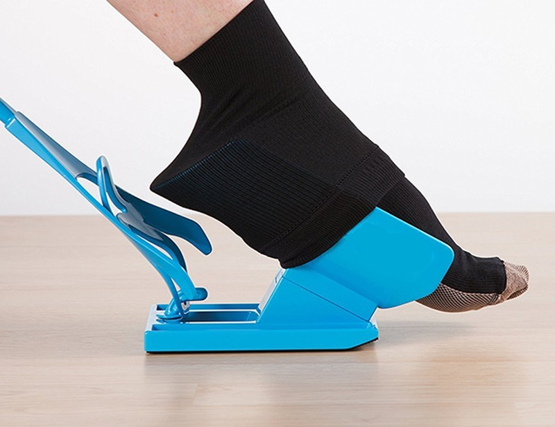 Каталог Приспособление для надевания носков Sock Slider dlya-noskov3.jpg