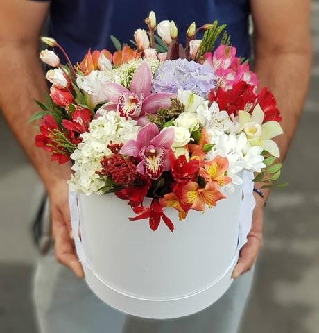 Коробка белая с микс цветами