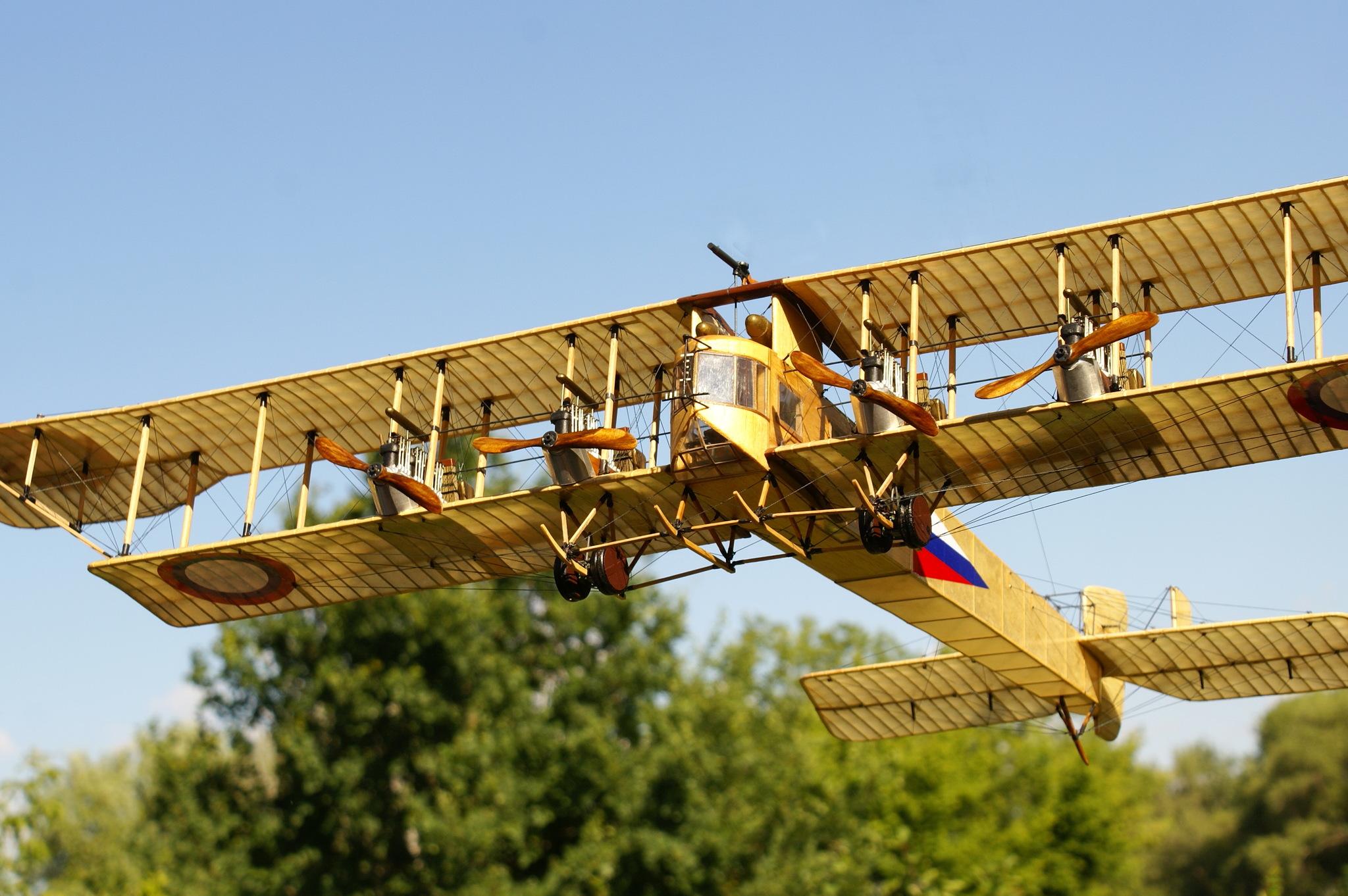 Первый самолет в россии был
