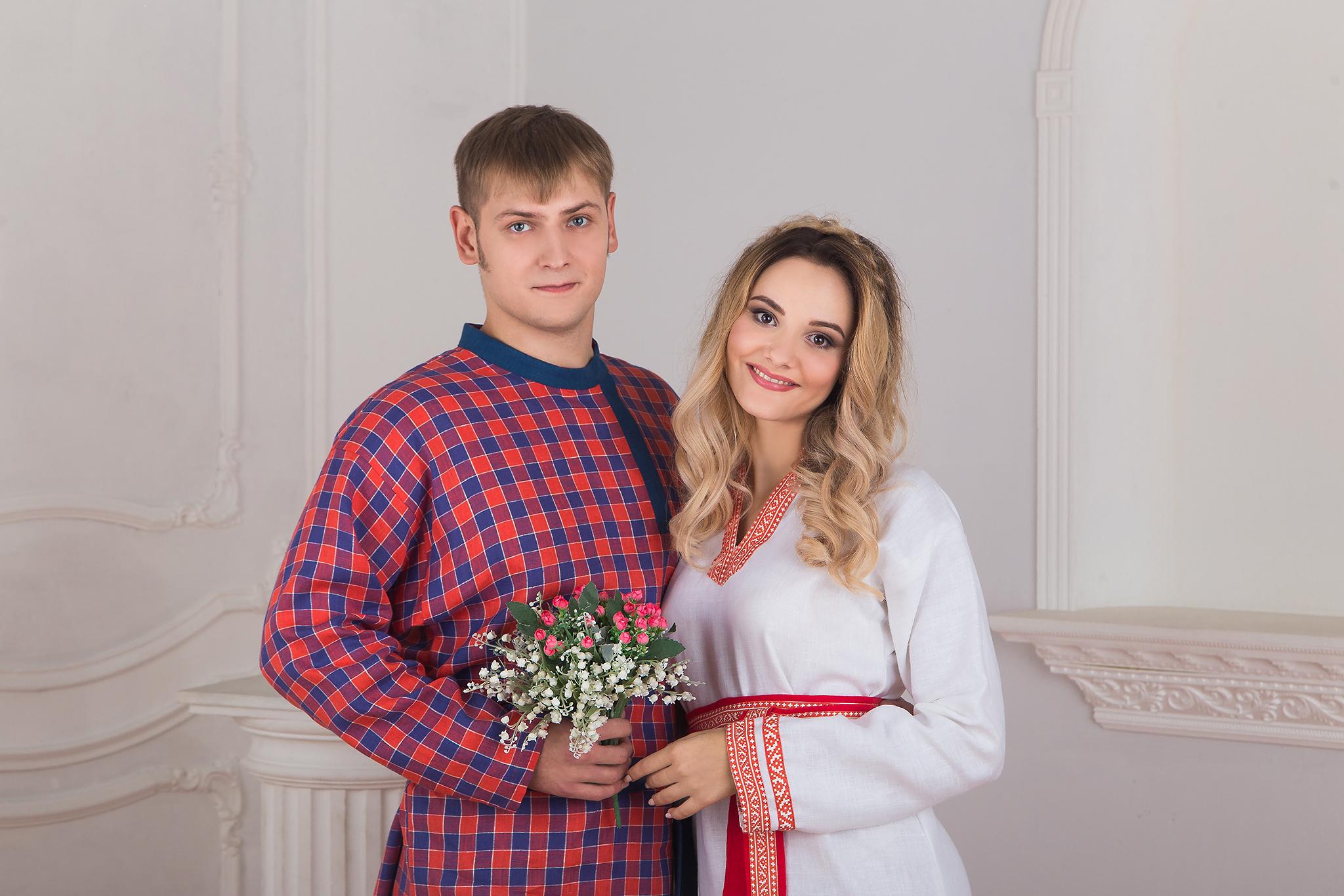 Крупный план сочетания костюмов для пары, славянская одежда в интернет магазине Иванка. Рубаха женская
